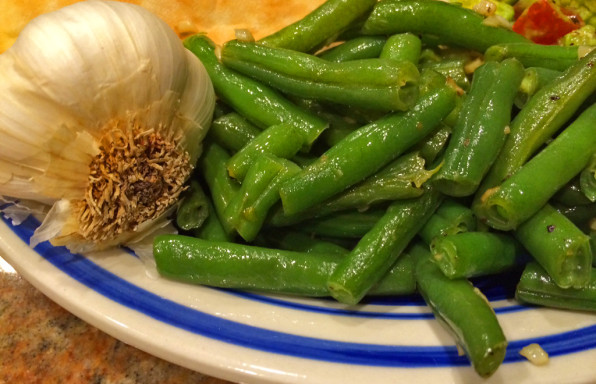 Fresh green beans with garlic and butter.